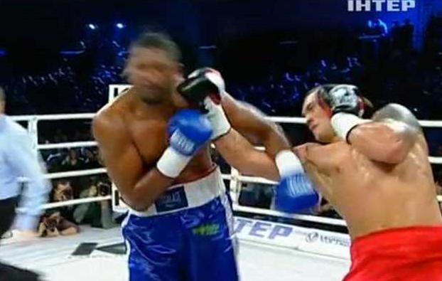 Бокс видео: онлайн бой Александр Усик — Эпифанио Мендозу